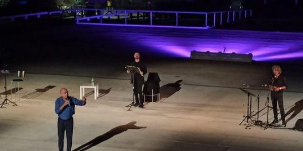 """""""A riveder le stelle..."""" di Aldo Cazzullo, Sebastiano Lo Monaco e Edmondo Romano incanta il pubblico del Teatro Greco di Siracusa"""